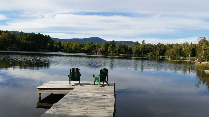 Mirror Lake Waterfront with Mountain and Lake Views, Sleeps 10., aluguéis de temporada em Lake Placid