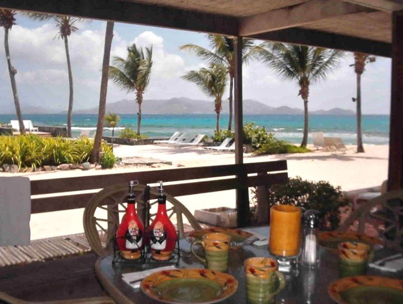 Welcome to the Finest Beachfront/Poolside Condo at Sapphire, casa vacanza a St. Thomas