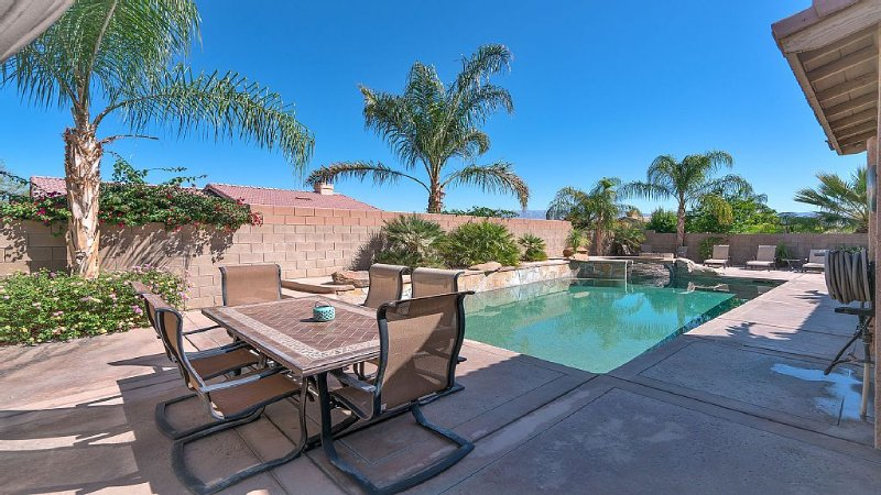 Beautiful, Spacious Home with Private Pool/Spa!, holiday rental in La Quinta