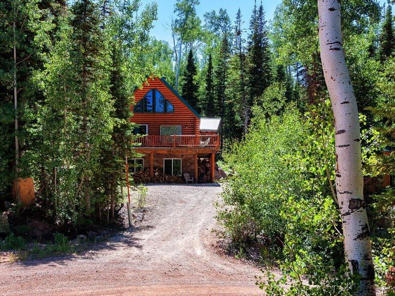 Brian Head Mountain Air Evergreen Family Cabin, alquiler de vacaciones en Parowan