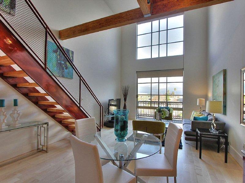 Santana Row Luxury Executive Loft 2BR/1,5BATH, location de vacances à San Jose