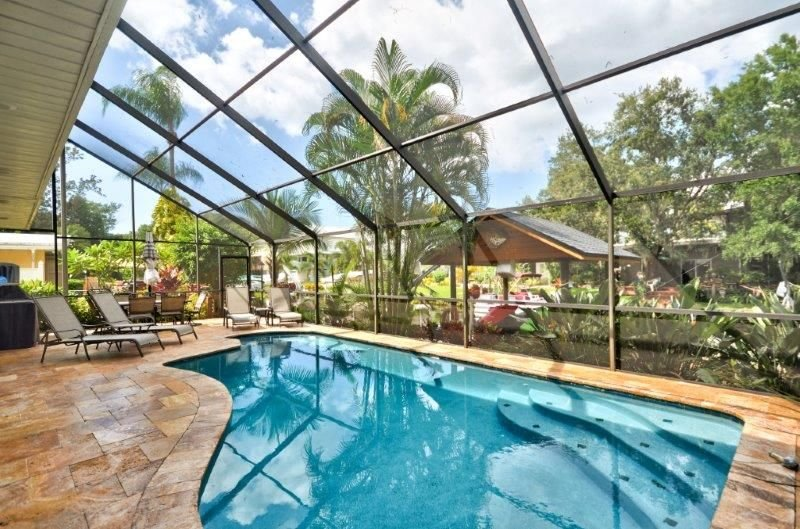 Waterfront Million Dollar Pool Home,2 Kitchens to entertain, 2 laundry rooms, alquiler vacacional en Palm Harbor