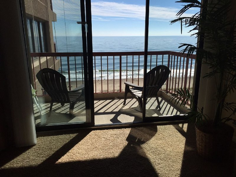 Stunning Oceanfront unit w/ Bay View Too!  Memorial Weekend is now available!, alquiler de vacaciones en Ocean City