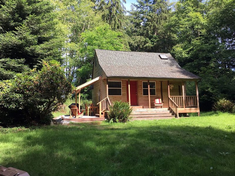 Charming Tiny House on Private 5 Acres Whidbey Island, holiday rental in Greenbank