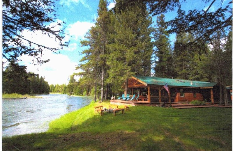 SPECTACULAR SWAN RIVER RETREAT!, alquiler de vacaciones en Condon