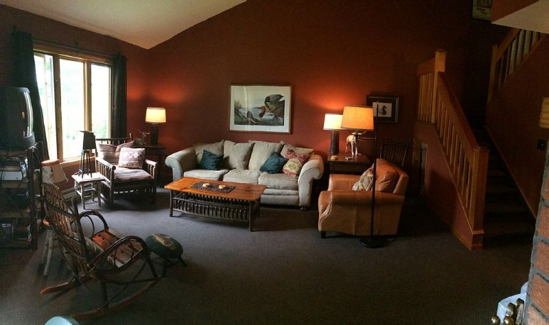 Beautiful Town Home Overlooking Amazing Whiteface Golf Club, holiday rental in Bloomingdale