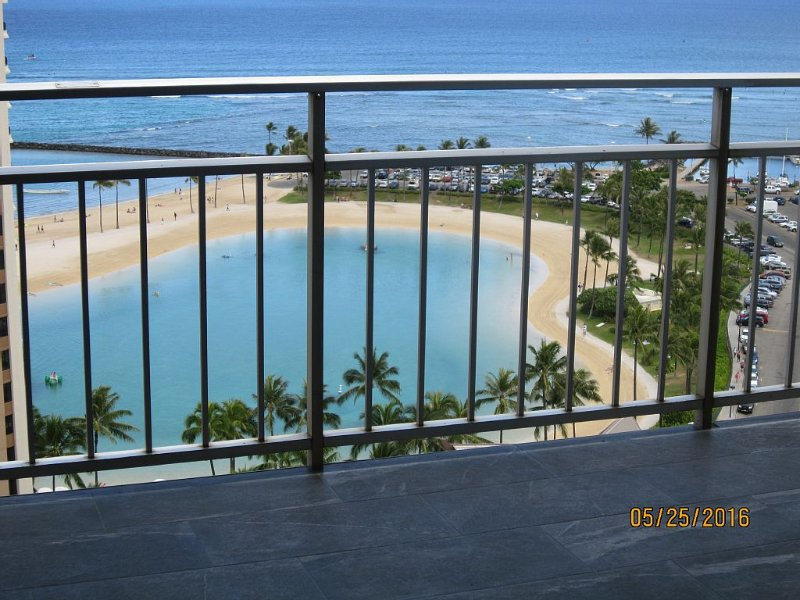 Ilikai 1916 Remodeled Luxury Unobstructed Direct Lagoon, Ocean , Firework Views, holiday rental in Honolulu