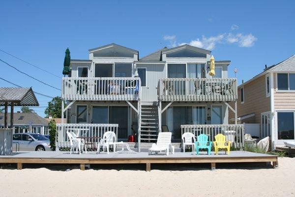 Modern Beachfront Condo, location de vacances à Old Saybrook