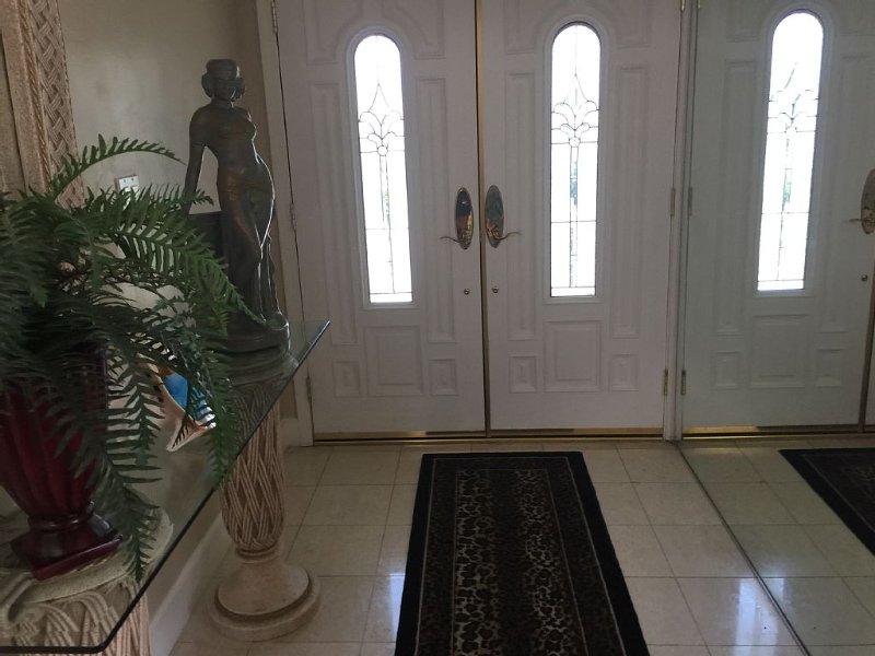 Remodeled custom home, formal L.Rm., Den, step down bath very comfortable, alquiler de vacaciones en Rancho Mirage