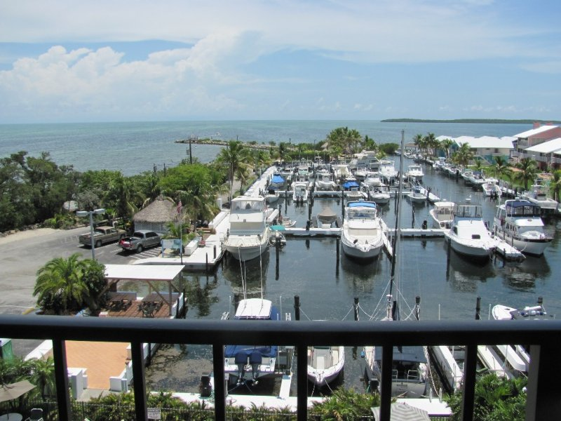 Key Largo Ocean View Condominium w/ Priv. Marina. Beautiful Sunset View & Pool., location de vacances à Key Largo