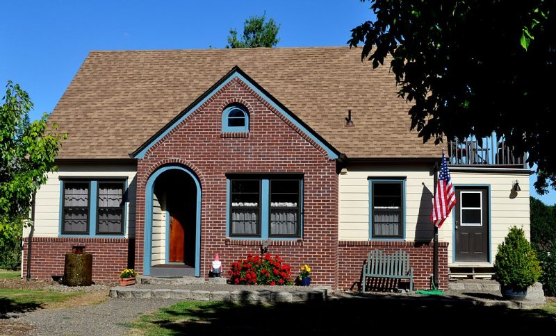 Carefully Restored  Wilsonville Farmhouse next to Parks & Trails, 1 Mile to I-5, location de vacances à Molalla