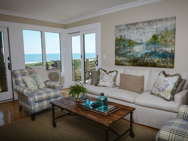 Stunning Oceanfront 1 BR Villa (sleeps 4) with 2 porches- Incredible views!!!, holiday rental in Kiawah Island