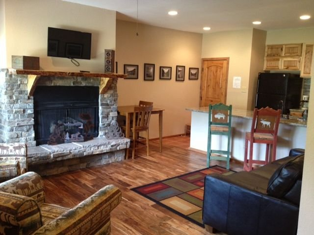 HILL SIDE! Mountain bike or ski right up to the door!, vacation rental in Angel Fire