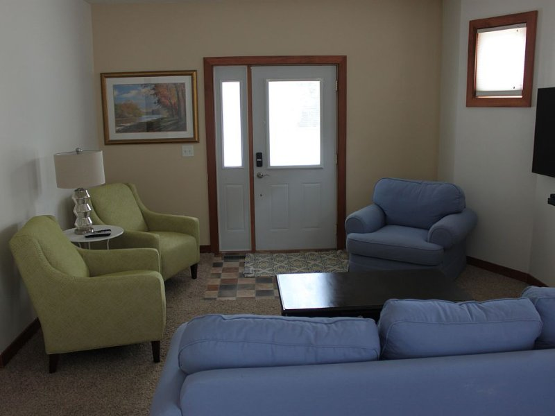 Cozy 2-Bedroom ~ Close To Downtown - Sleeps 5, alquiler vacacional en Holland