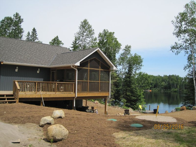 HOG LAKE HAVEN  - MEMORIES AT THE LAKE WITH FAMILY & FRIENDS, holiday rental in Algonquin Provincial Park