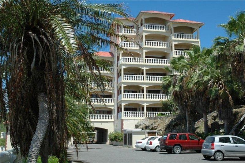 Luxurious Oceanview Condo at Dawn Beach, holiday rental in Sint Maarten