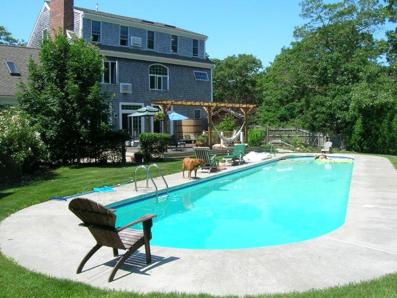 Luxury 7 BR, 4 BA w/ Unique 60 foot Private Pool, .4 Miles to Beach, location de vacances à Orleans