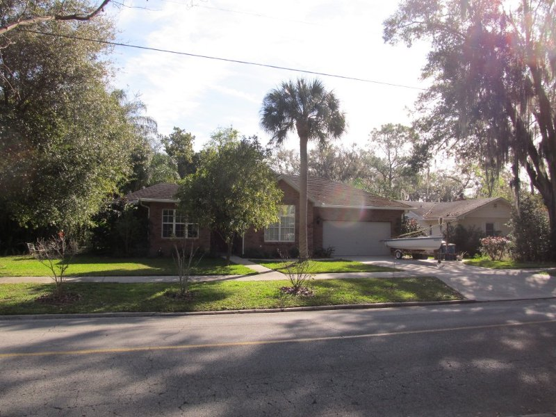 Charming Home on Oak lined street in Historic District, holiday rental in Bartow