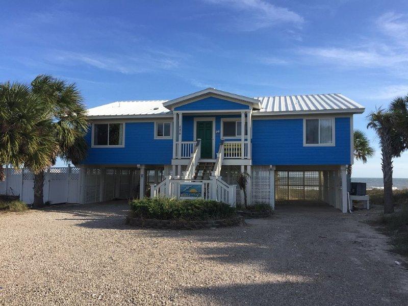 Gull Cottage Beachfront Home With Pool, Maximum Occupancy 8. 4 Bd/2bath, location de vacances à Eastpoint