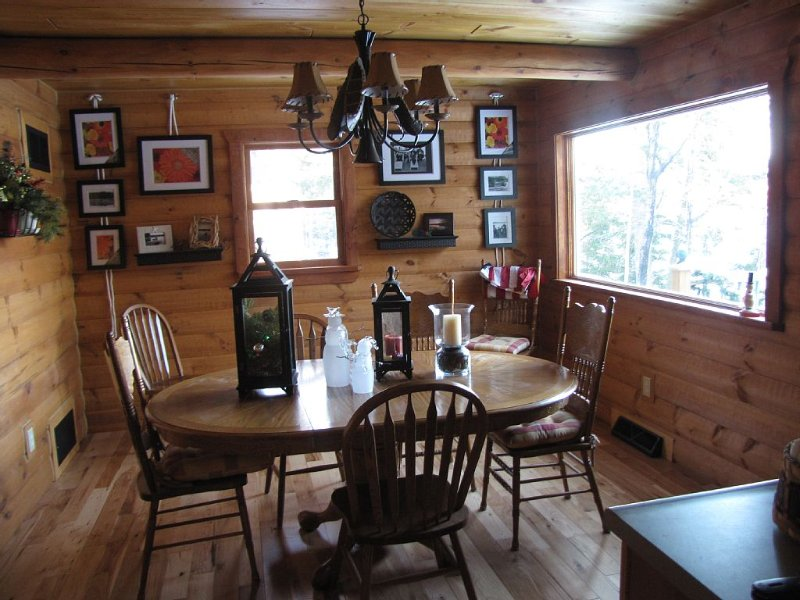 Lakefront Cottage/Cabin Escape to the Seclusion of the Northwoods, alquiler vacacional en Crandon