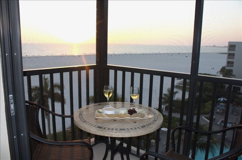 Spectacular Views, Luxury upgrades, Free Wifi, Thorough Cleaning/Disinfection, location de vacances à Fort Myers Beach