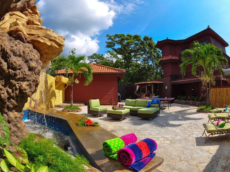 West Bay Resort-Like Luxury w/ Stunning Ocean Views! Decks, Outdoor Bar, W-Fall!, vakantiewoning in West Bay