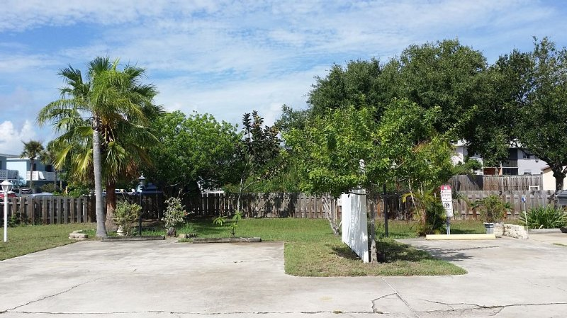 Great Neighborhood. Family & Pet  Friendly. Prime Location for FUN!!!, vacation rental in Port Canaveral