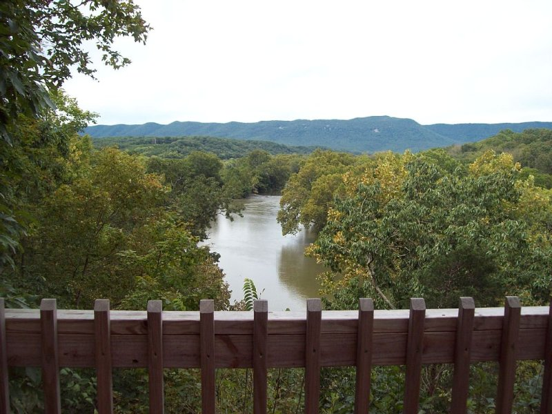 Authentic Mountain Log Cabin Perched On A Cliff Side Above The Shenandoah River, holiday rental in Bentonville