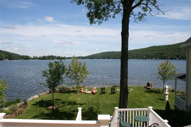 NEW 'PET FRIENDLY' LAKEFRONT ESTATE ' MAY COLGATE GRAD ' + ' JUNE SPECIALS ', location de vacances à South Otselic