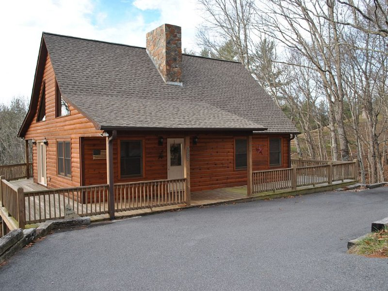 Log Cabin In The Mountains. Access To The New River And Close To Blue Ridge Pkwy, holiday rental in Grassy Creek
