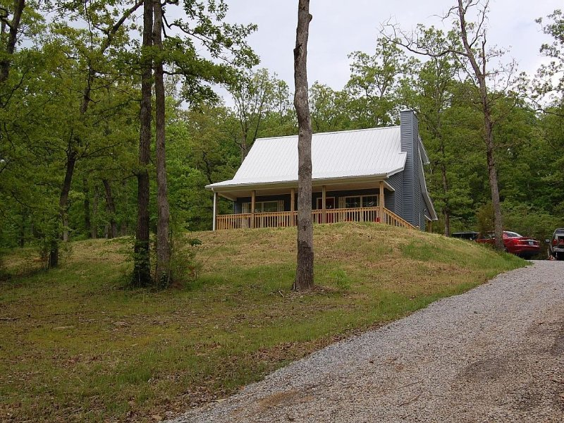 Brand New! Beautiful Lake Cottage, Located Just Minutes from Mammoth Cave!, alquiler de vacaciones en Leitchfield