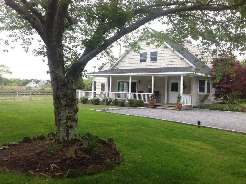 Welcome Home * Beautiful Horse Estate Guest House On Water By The Beach, holiday rental in Westhampton