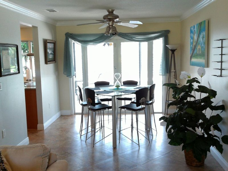Short walk to World Famous Siesta Key Beach - Beautiful Home on Very Quiet St., holiday rental in Sarasota
