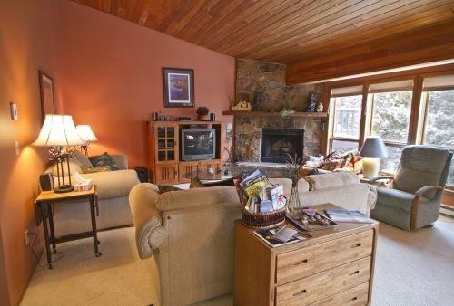 3 Bedroom/2.5 Bath Condo 1800 sq feet with Hot Tub, holiday rental in Big Sky