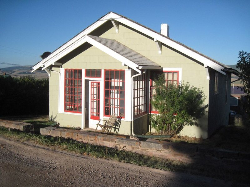 Charming 30's Bungalow Within Walking Distance Of Town, holiday rental in Philipsburg