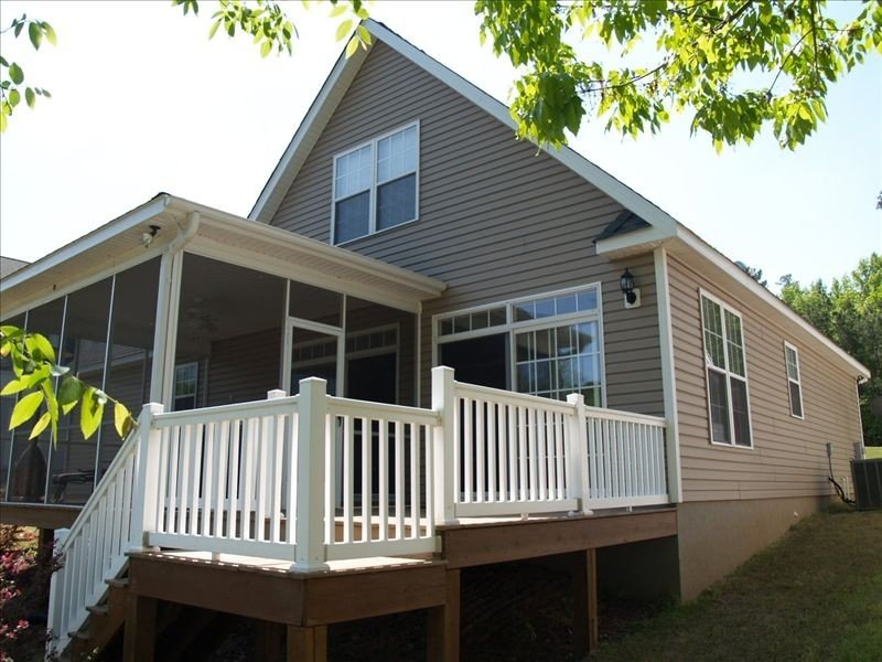 Charming Lake House with Dock, holiday rental in Prosperity