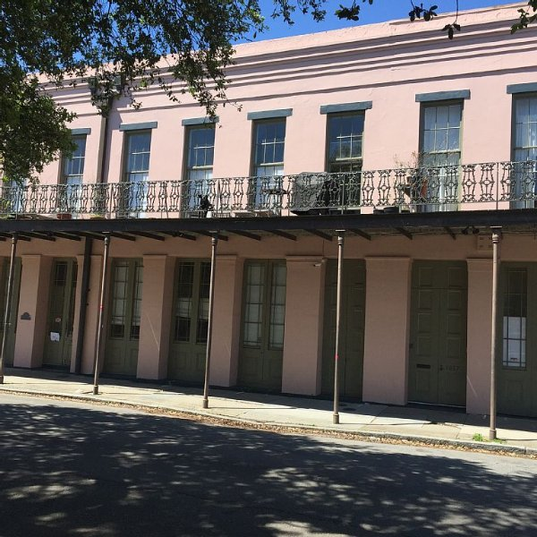 Renovated Historic Apartment on Magazine Street, holiday rental in Gretna