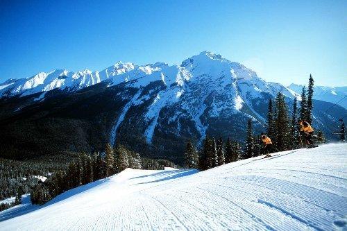 Close to various great ski/snowboarding resort.