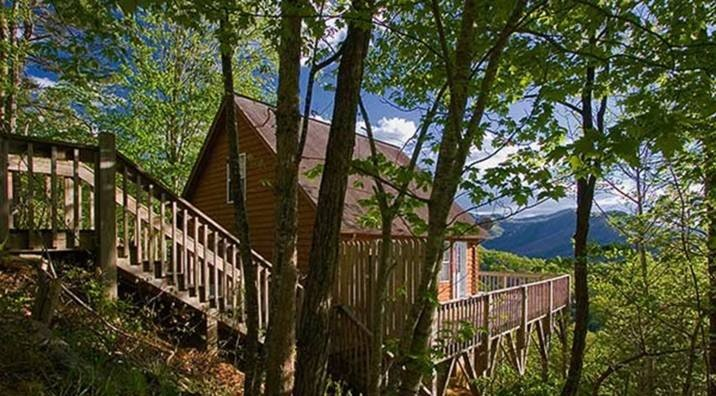 Over The Edge (near the Nantahala Outdoor Center) WiFi Hot Tub, vacation rental in Bryson City
