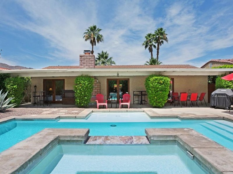 All You Need!Private Warm Sands/Mesquite 3 BR/2 BA House W/Salt Water Pool & Spa, holiday rental in Palm Springs