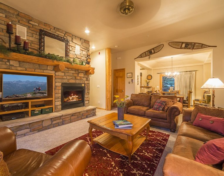 3-Bedroom Mountain Getaway, on shuttle route, minutes from the slopes!, holiday rental in Keystone
