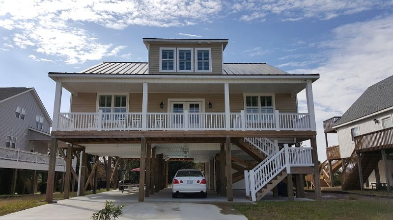 Our Home Away From Home Can Be Yours!, holiday rental in Oak Island