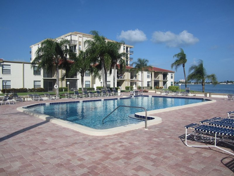 Vacation Paradise. Beach, Sun, Golf And Much More!, vacation rental in Tierra Verde