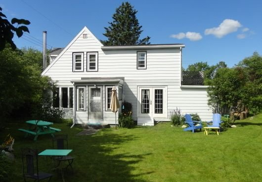 4 Br Home Away from Home, Next to the Ocean & Minutes from Beautiful Lakes, holiday rental in Halifax Regional Municipality