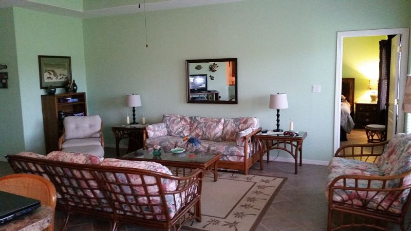 Spacious 3 BDR 2 Bath  in SPI golf course community, vacation rental in Laguna Vista