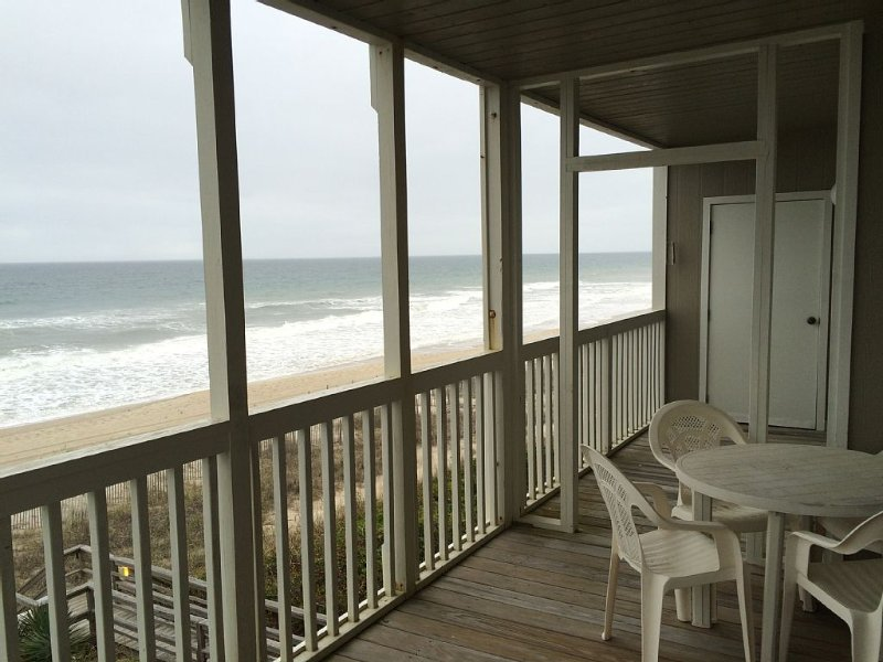 Great ocean views on the beach in Pine Knoll Shores, vacation rental in Atlantic Beach