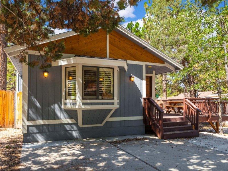 Warm & Peaceful Mountain Retreat - kid friendly., location de vacances à Big Bear Region