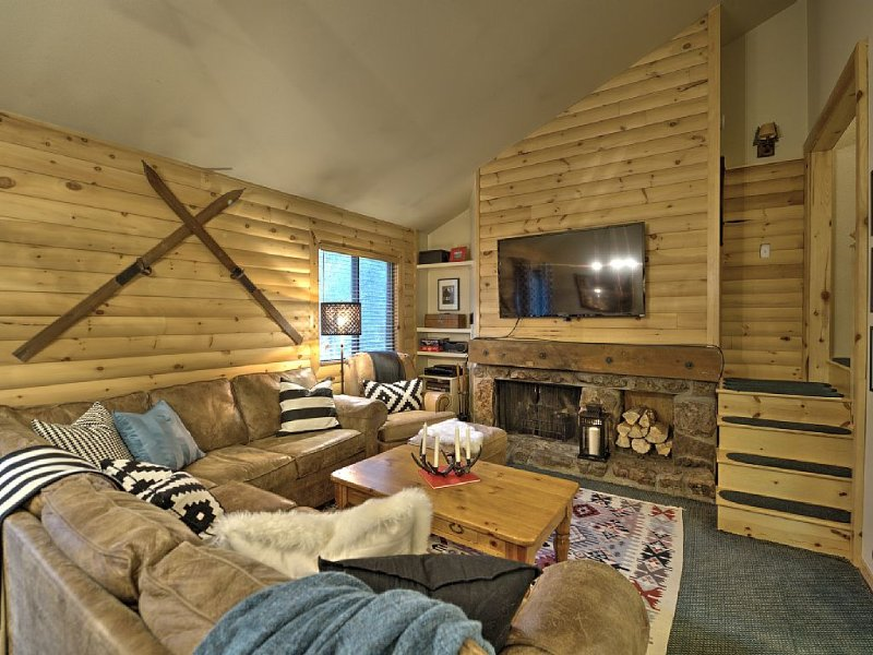 Beautiful Keystone Log Cabin Inspired Condo Under a Mile from Slopes!, alquiler vacacional en Keystone