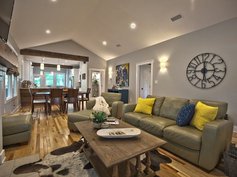 Historic 20's Bungalow steps from Fort Worth's Cultural District, vacation rental in Fort Worth