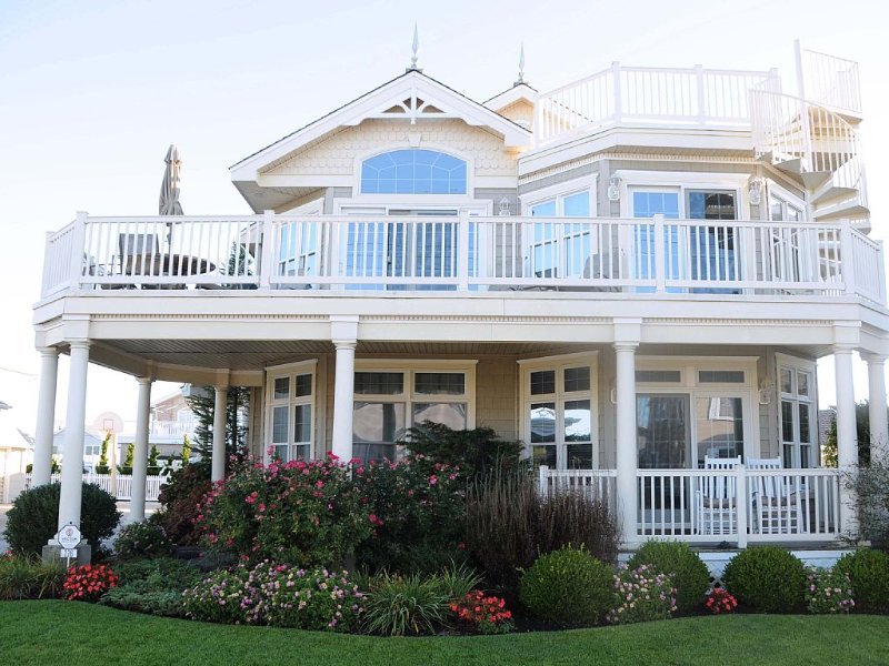 Luxury House With Pool Steps Away From The Beach, holiday rental in Stone Harbor